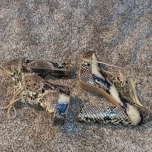 Mia stacked shoes size 9 snake skin
